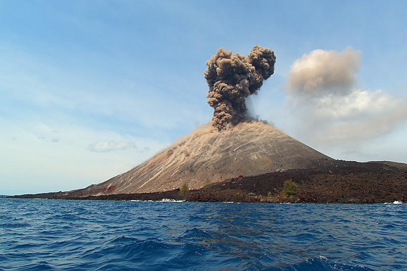 http://humaspdg.files.wordpress.com/2010/03/krakatau.jpg