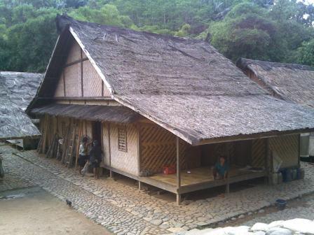Uraian Tentang Atap Dan Deskripsi Rumah Rumah Adat Seluruh Indonesia